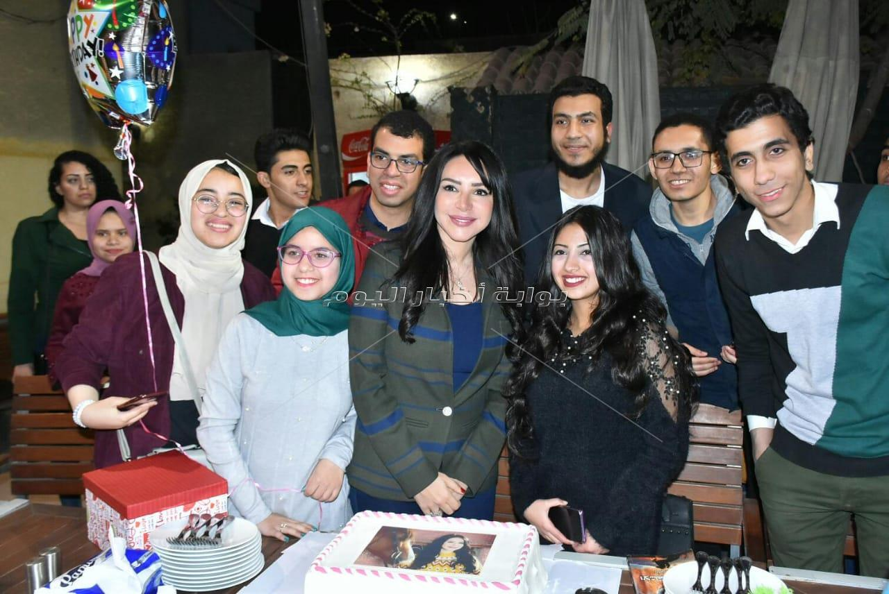 إنجي علاء تحتفل بعيد ميلادها وروايتها «الأشقر مروان»