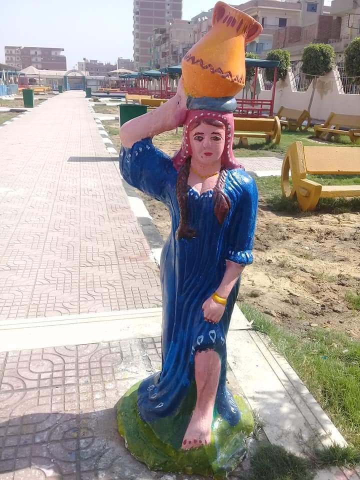 مها ابنة قرية سملا بالغربية مدرسة بدرجة فنانة