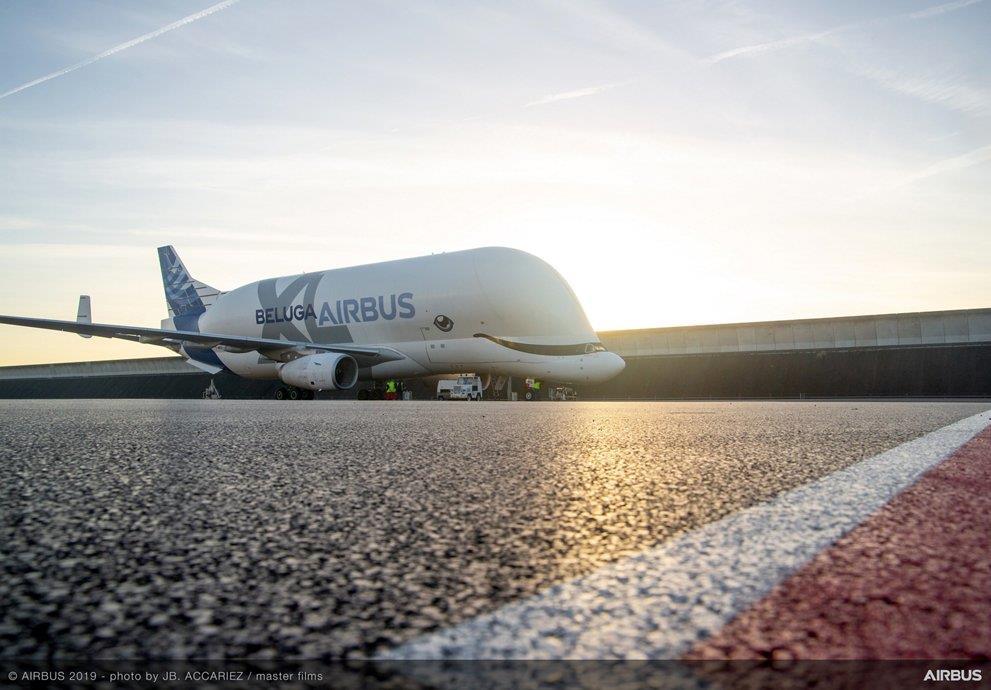 «الحوت الأبيض».. حامل بضائع «إيرباص» ينج في أول رحلة شحن