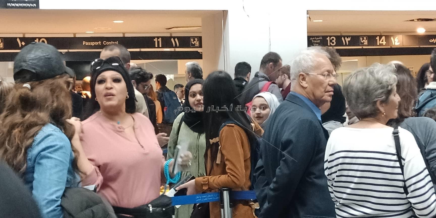 فيفي عبده تصل لبنان بعد تعافيها من المرض