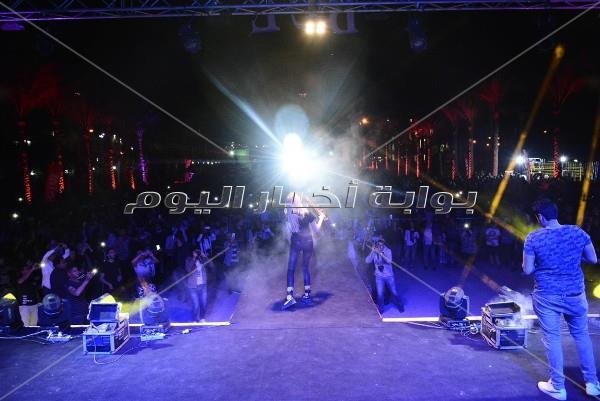 محمود العسيلي يُشعل حفل «الجامعة البريطانية»