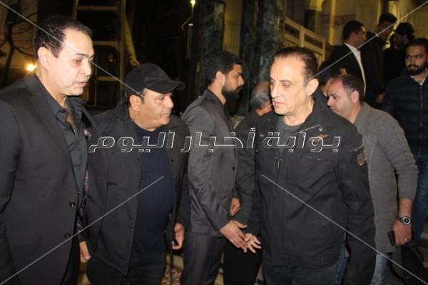عدوية ومحمد فؤاد وحكيم في عزاء علاء الغول