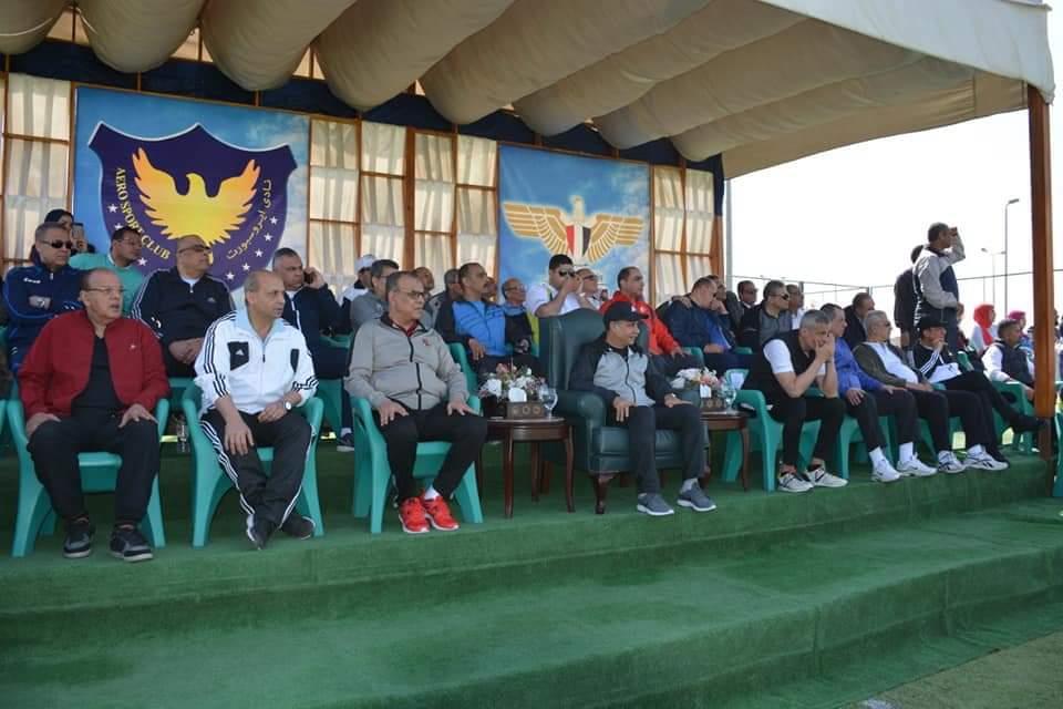 وزير الطيران المدنى يشهد ختام فعاليات دورى الكرة الخماسية للعاملين بالوزارة
