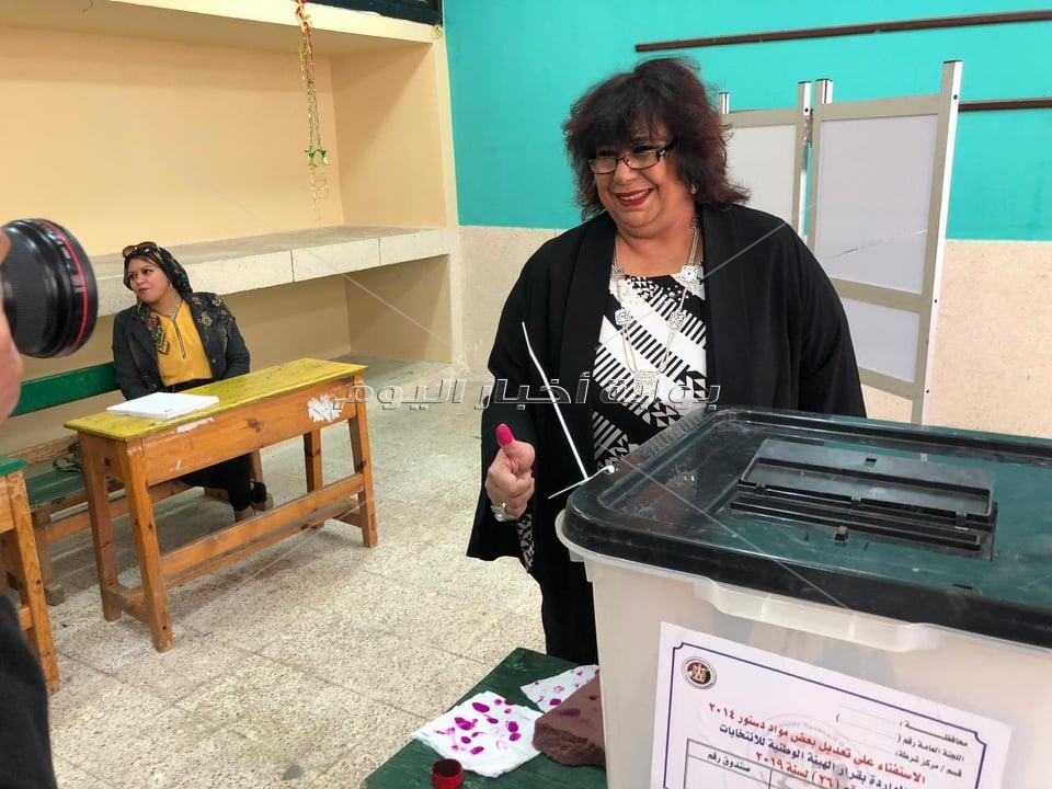 وزير الثقافة تدلى بصوتها فى الاستفتاء على التعديلات الدستورية