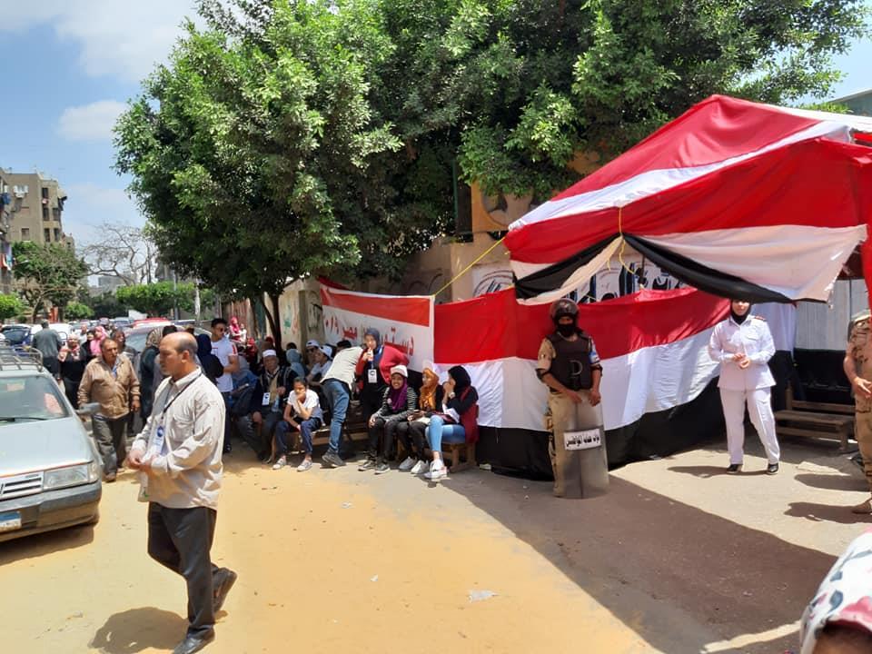 أمام لجنة مدرسة طه حسين والحدائق مواطنين تحيا مصر