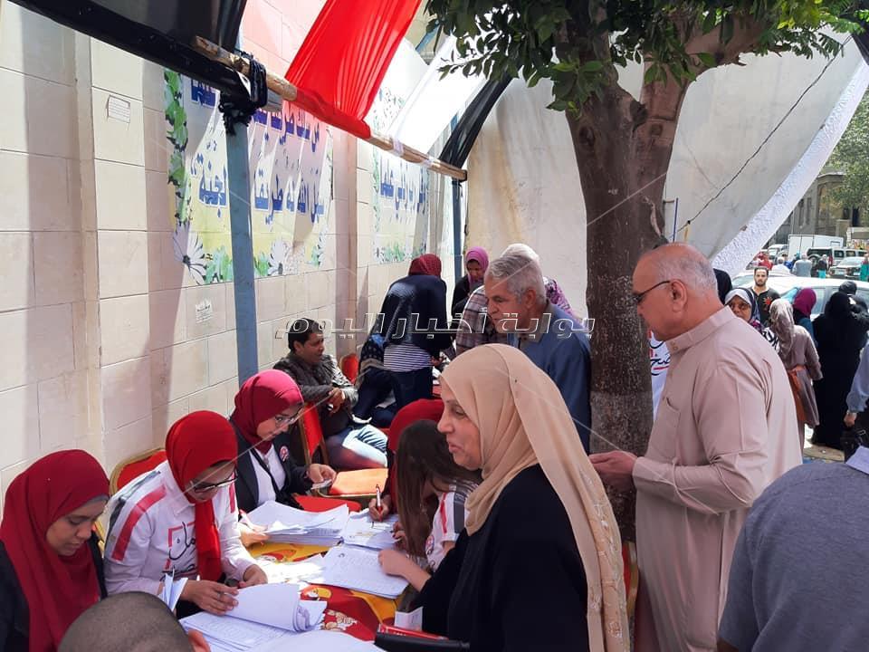 احتفالات المواطنين بالزيتون
