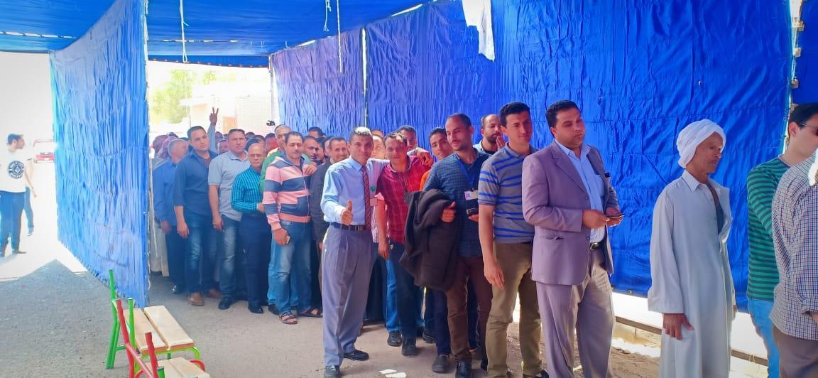 العاملون بمطار شرم الشيخ يحرصون على المشاركة باستفتاء الدستور