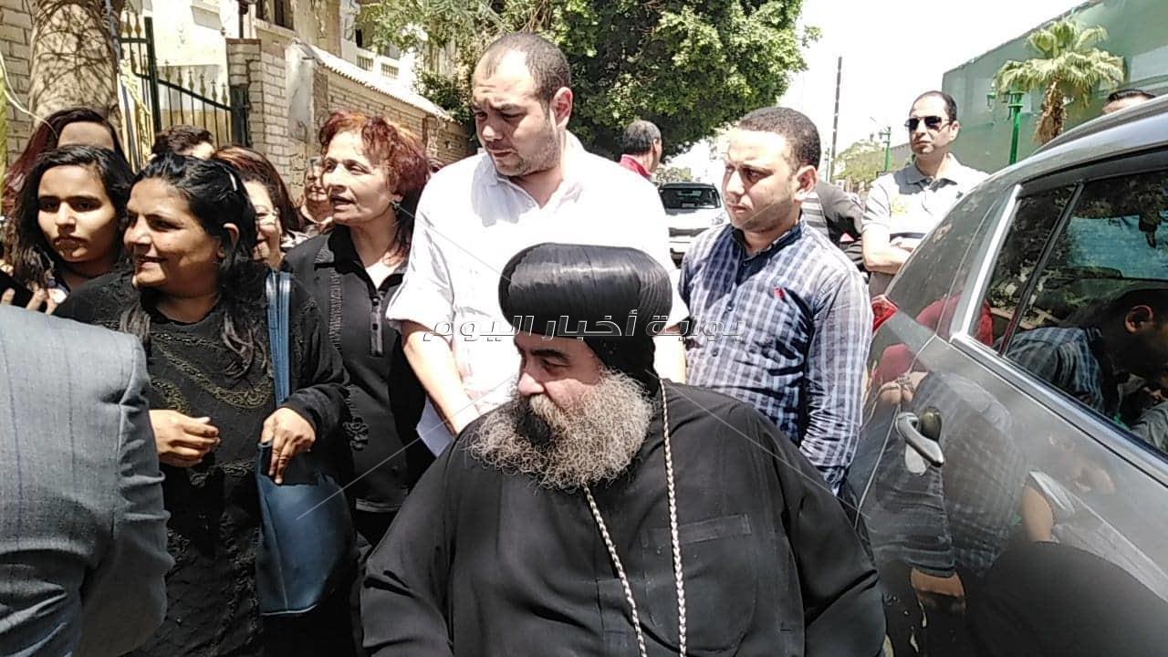 أسقف أسيوط يدلي بصوته ويدعو للمشاركة في الاستفتاء علي الدستور