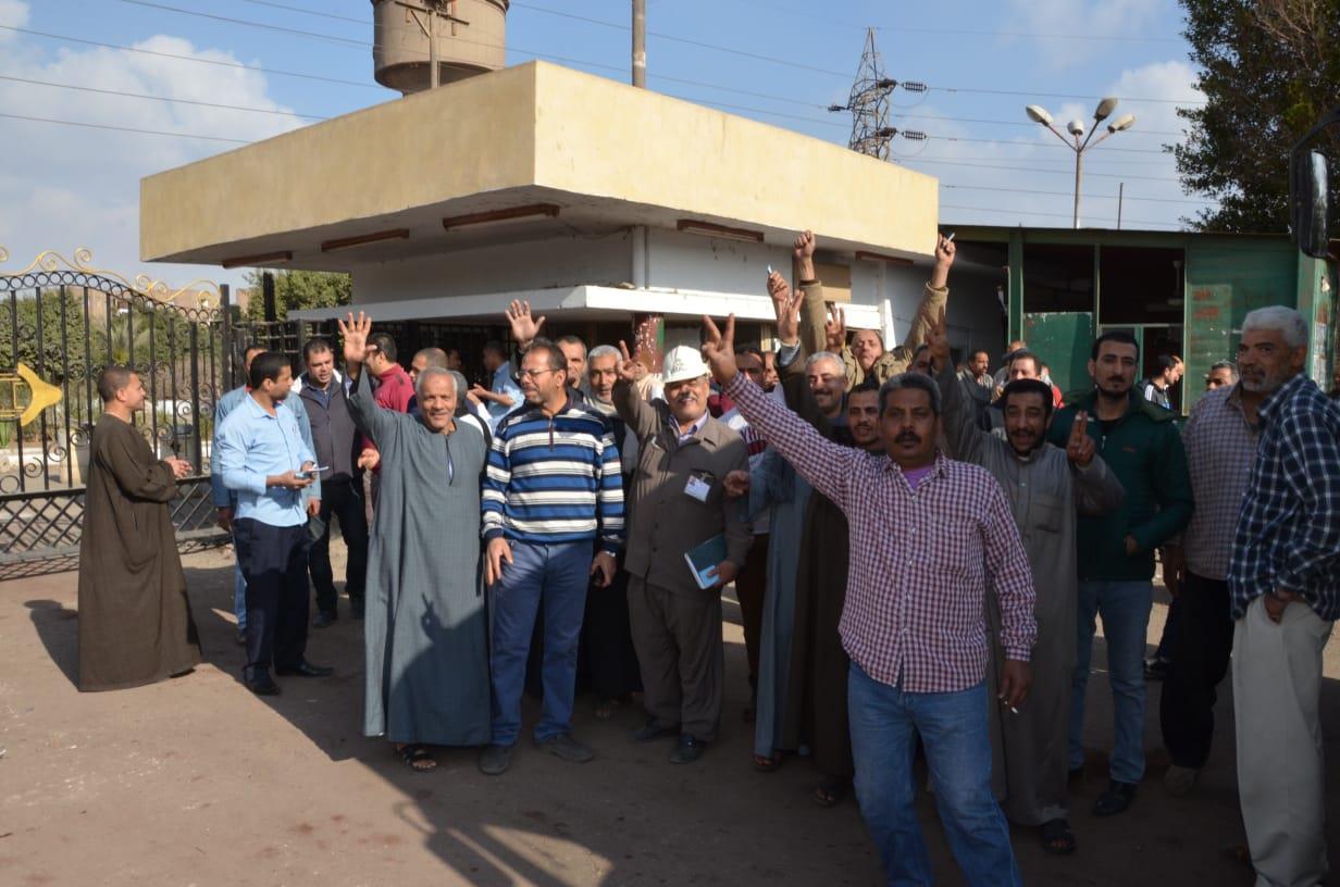 عمال شركات القابضة للصناعات الكيماوية التابعة يشاركون في الاستفتاء على التعديلات الدستورية
