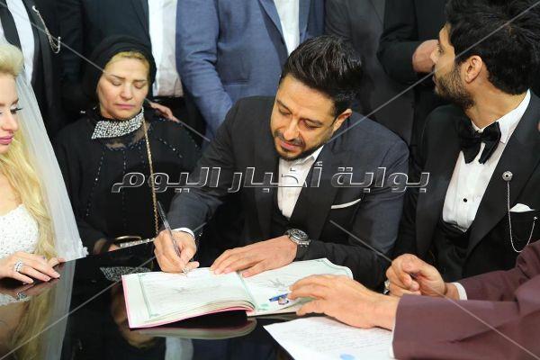 حماقي يوقع على عقد قران علي جبر.. ويُحيي زفافه