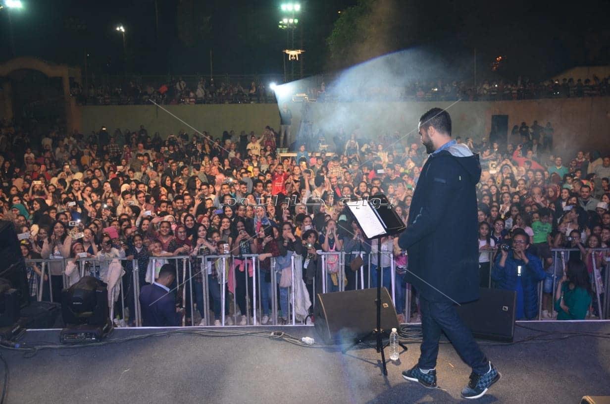 «الشرنوبي» يغلق المعادي بسبب تكدس الجمهور لحضور حفله