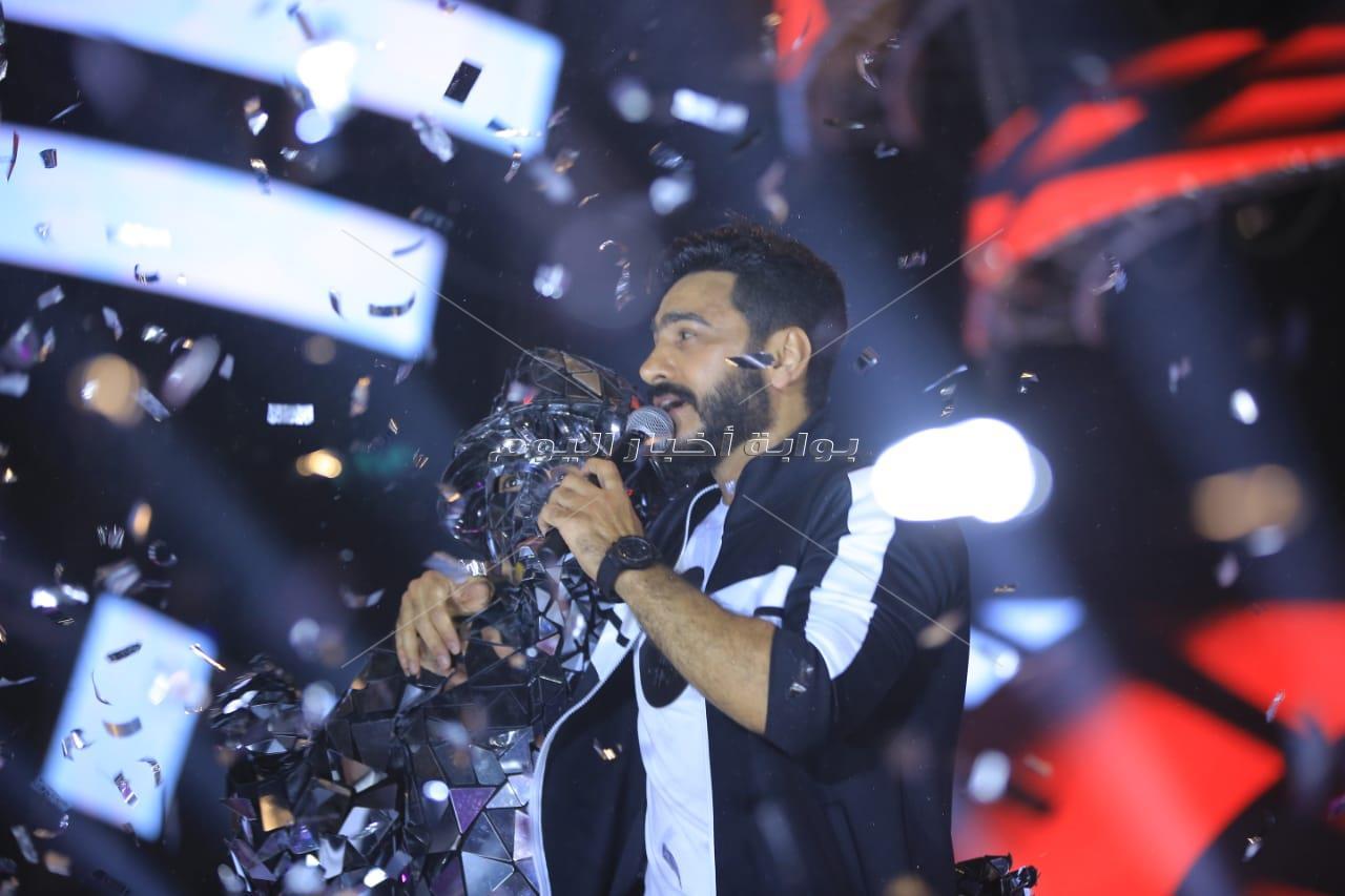 تامر حسني في أجواء لايف عالميةبحفل «الزهور»
