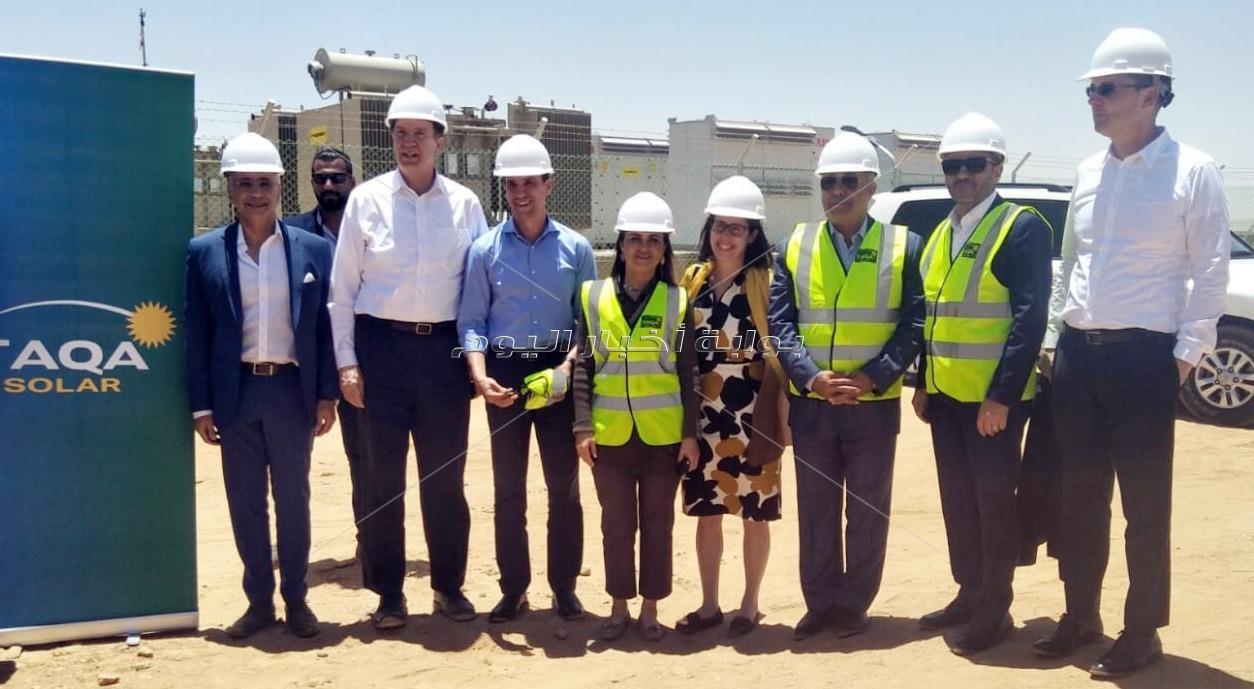 وزيرة الاستثمار ورئيس مجموعة البنك الدولي يتفقدان مشروع الطاقة الشمسية بنبان