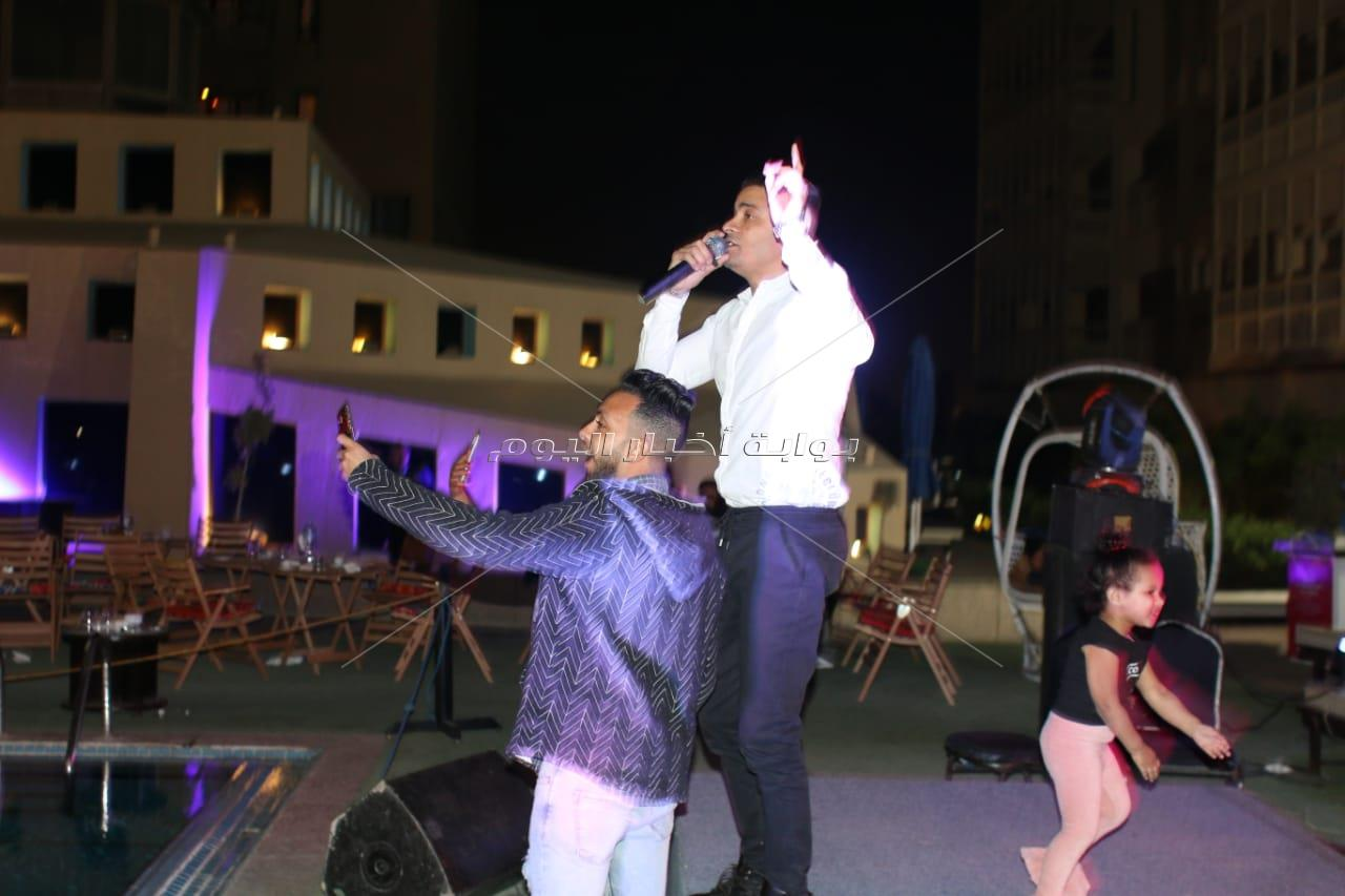 شاهيناز تتألق في خيمة «حكاية» على أنغام «قولي قولي»