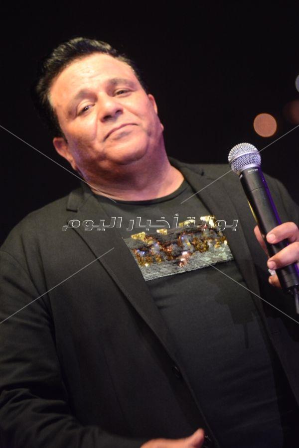 محمد فؤاد يتألق في خيمة «ليالي الميرلاند» بحضور «كامل العدد»