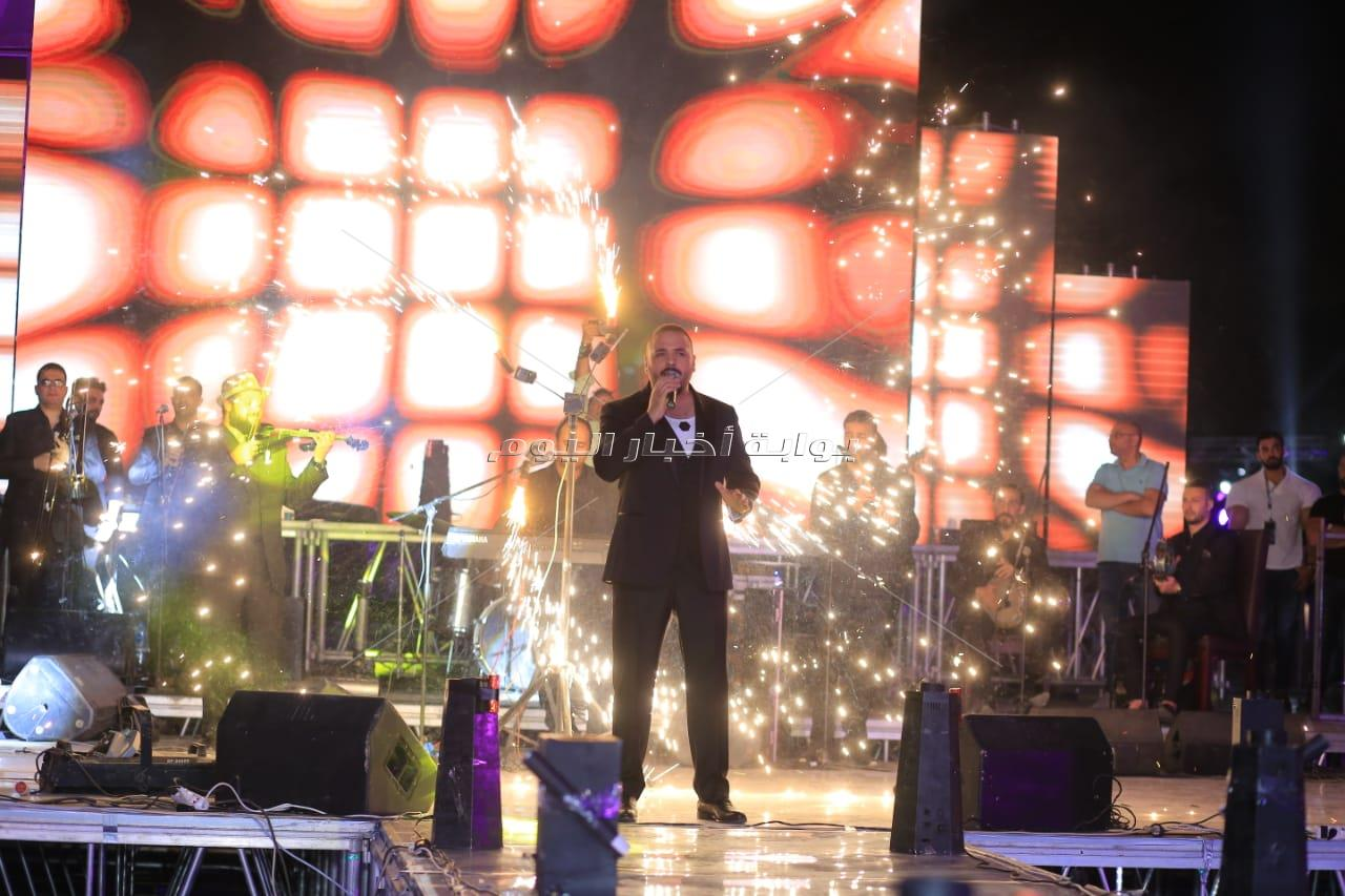رامي عياش يُطرب جمهوره بحفل خيمة «ليالي الميرلاند»
