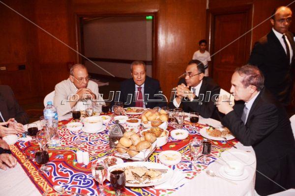 رئيس الوزراء وشخصيات عامة في إفطار منير فخري عبد النور