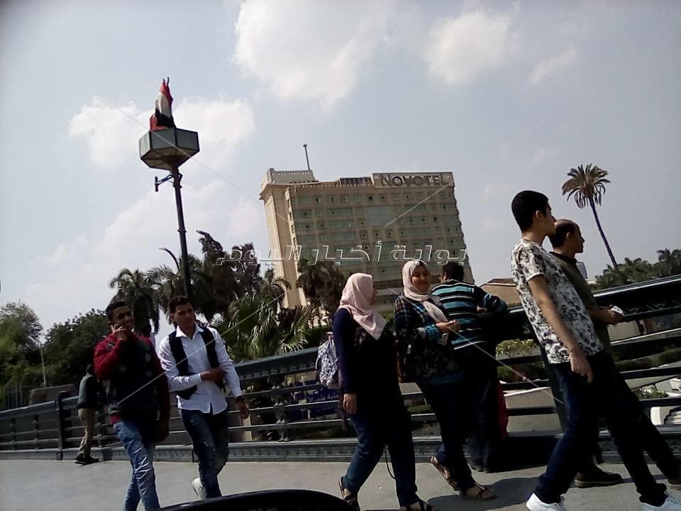 كوبري قصر النيل.. «بلكونة» المصريين في الصيف