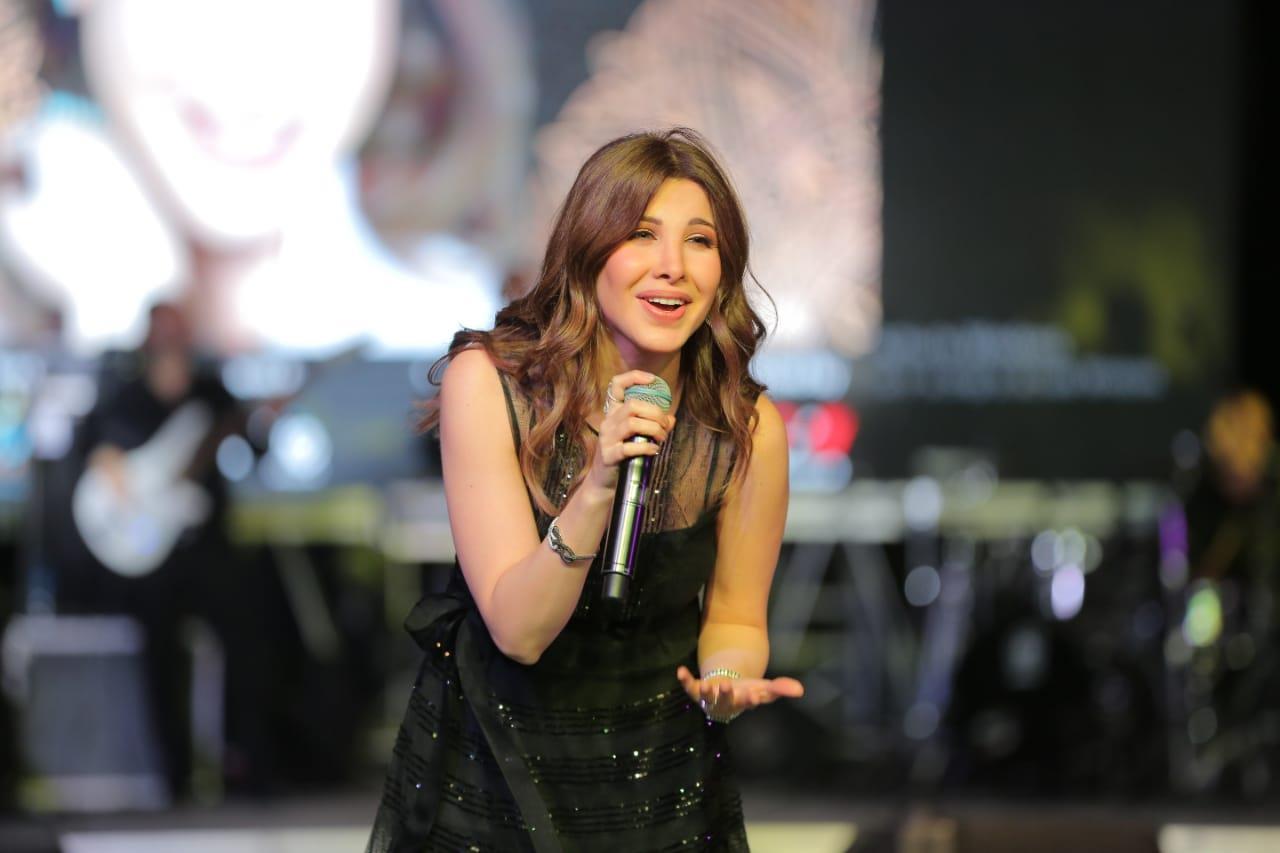 نانسي عجرم تُشعل خمية «ليالي الميرلاند» بـ«أنت مصري وأخاصمك آه»