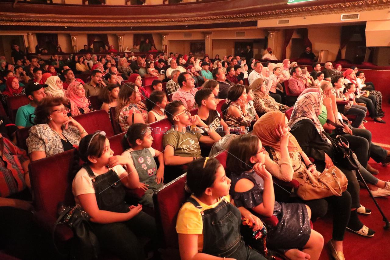 «مسرحية كلها غلط».. أشرف عبد الباقي «كامل العدد» في العيد