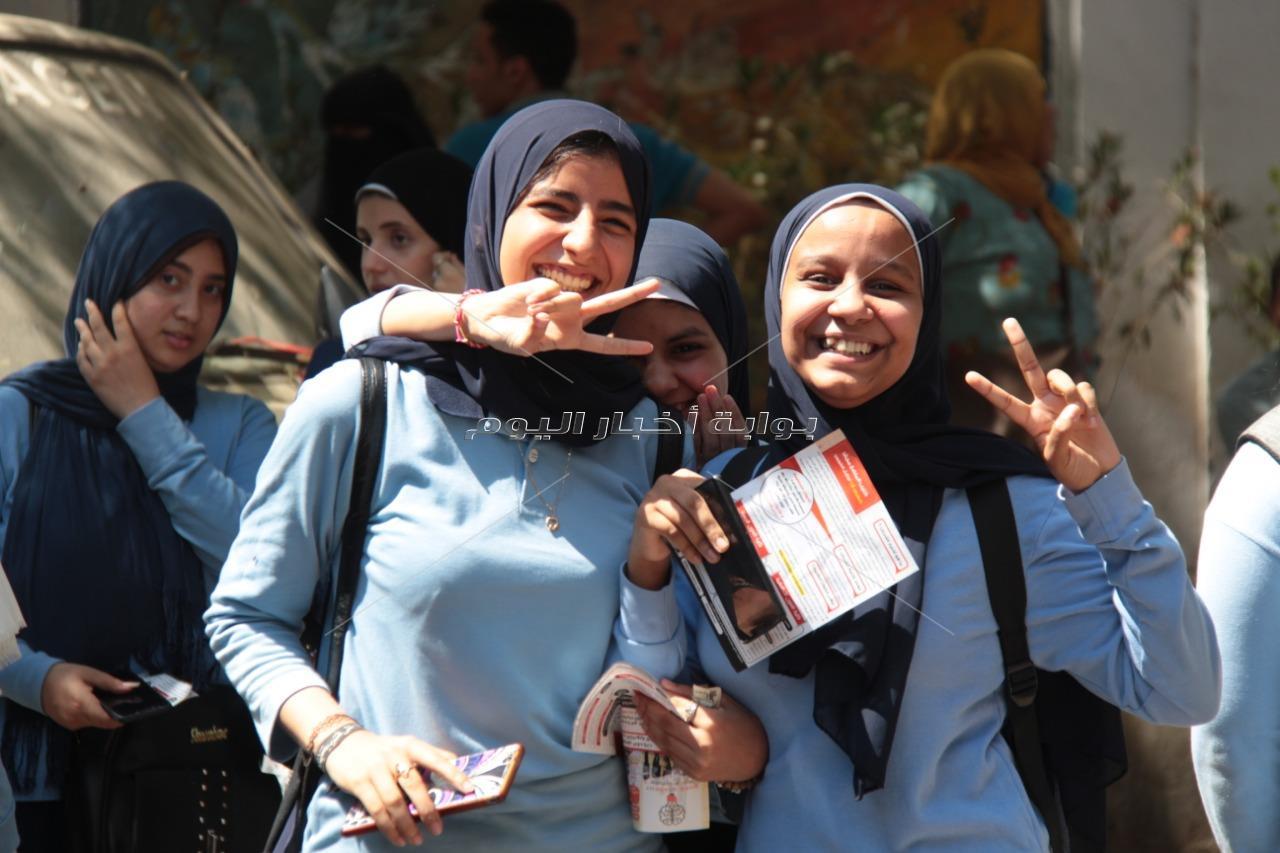 اللغة العربية ترسم الابتسامة على وجوه طلاب الثانوية العامة