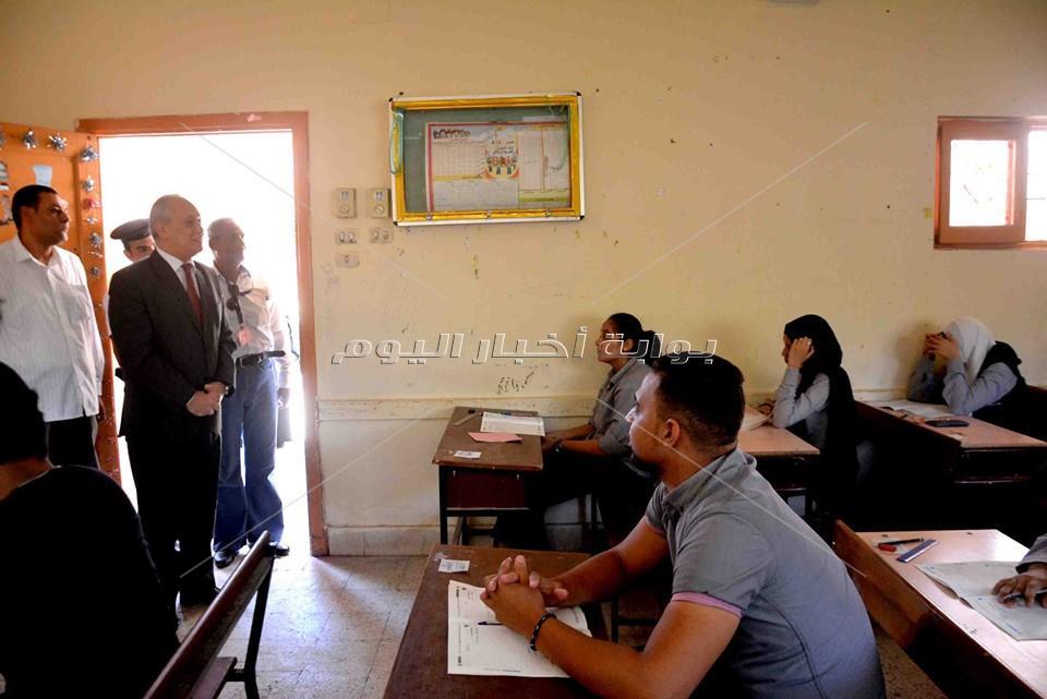 صور..الطلاب يؤدون امتحاني الإقتصاد والإحصاء بجميع المحافظات