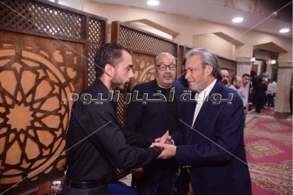 الفيشاوي وصلاح عبد الله وبدير في عزاء والدة حجاج عبد العظيم