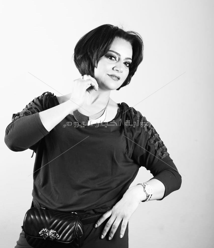 صور.. هبة عبد الغنى فى جلسة تصوير بالأبيض والأسود