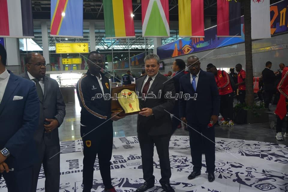 بالصور وصول منتخب انجولا مطار القاهرة استعداداً لبطولة كأس الأمم الأفريقية