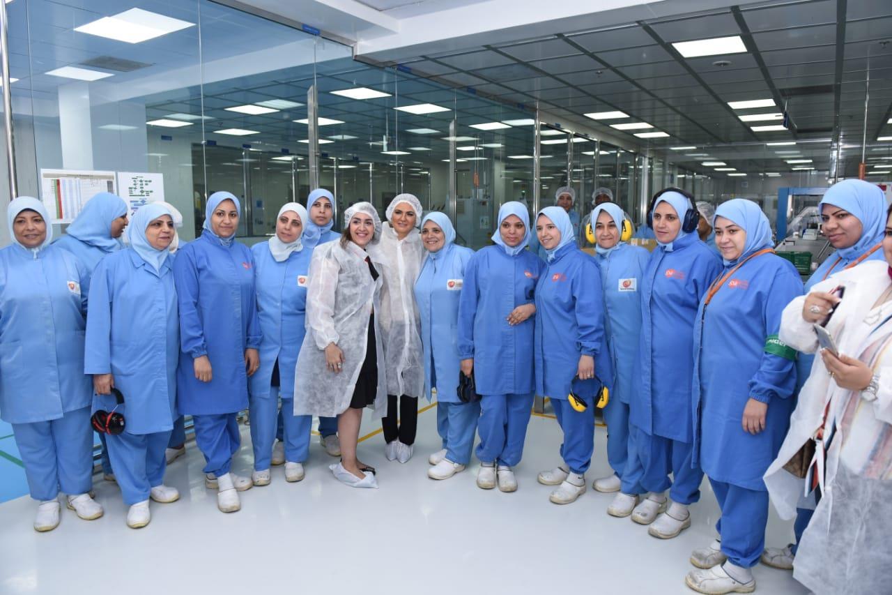 وزيرة الاستثمار والتعاون الدولي تفتتح خط انتاج جديد لشركة «جلاكسو سميثكلاين كونسيومر هيلث كير»