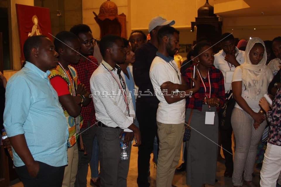 الأنبا إرميا يستقبل 100 شاب أفريقي