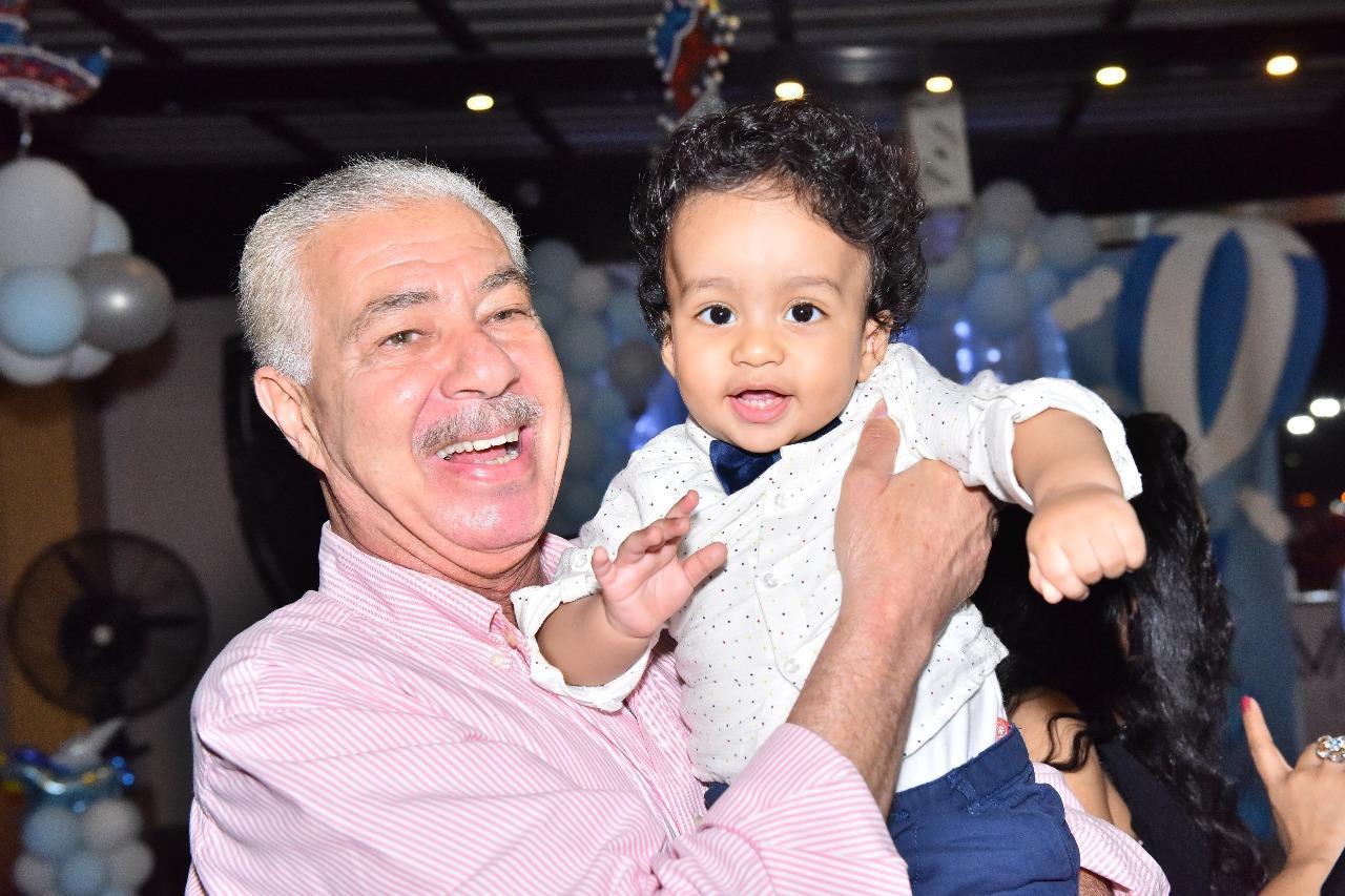 المنتج خاطرو أنور يحتفل بعيد ميلاد حفيده بالإسكندرية