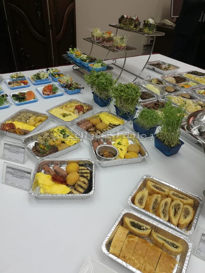 طعام الطائرات.. «الكاترينج» وجبات مصرية حلال بـ«نفس يوناني»