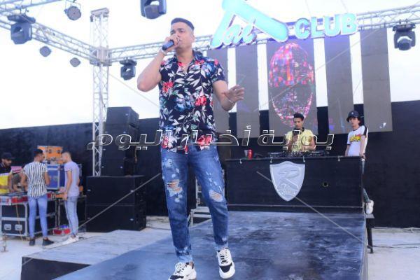 الدخلاوية يُشعلون حفلهم بـ«الساحل» بأغانيهم الشعبية