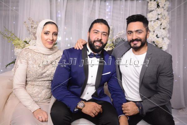 تامر حسني نجم حفل خطوبة «محمود وهايدي»