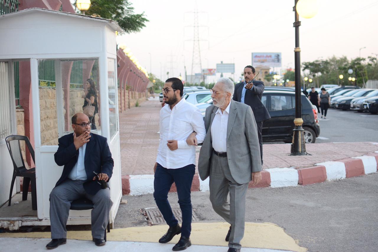 نجوم الفن في عزاء عزت ابو عوف