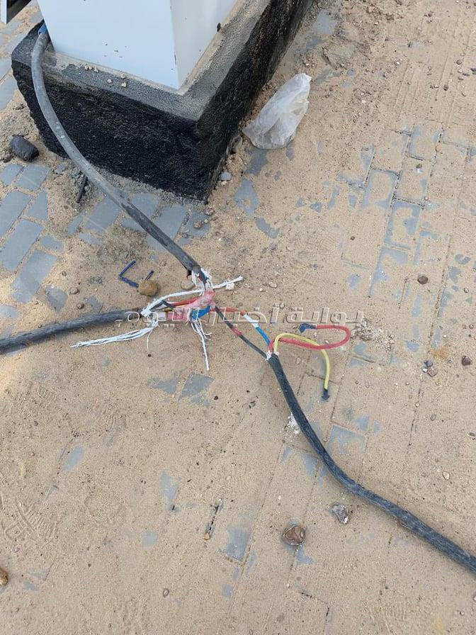 كابلات الكهرباء تهدد سكان كمبوند سكني بطريق السويس