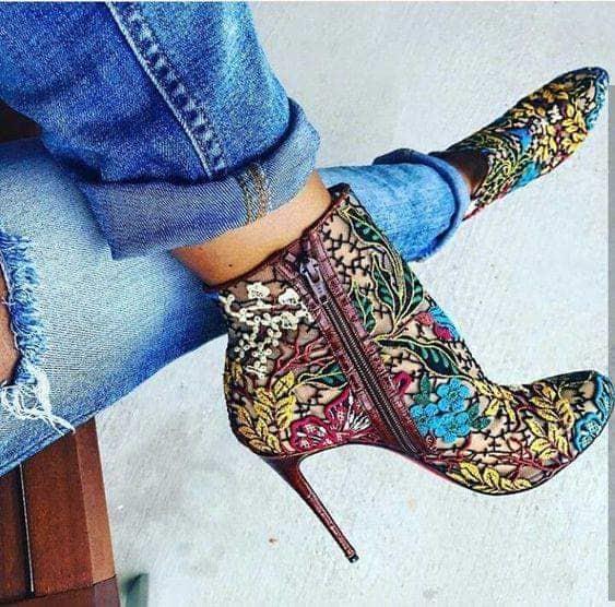 الحذاء الملون
