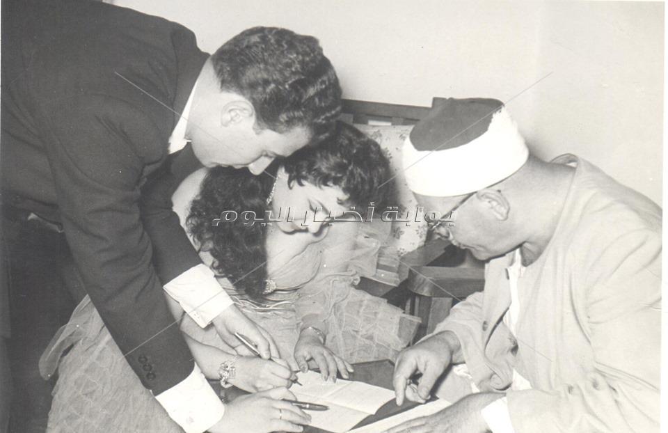 صورة نادرة للفنان رشوان توفيق مع زوجته الراحلة أميمة