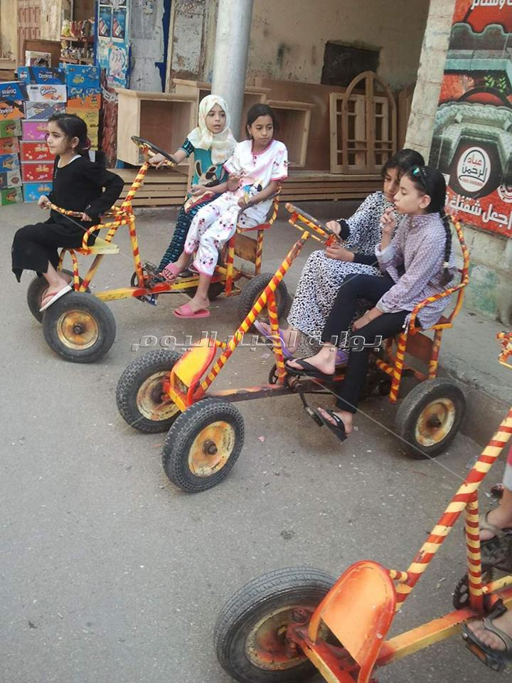 ركوب المراجيح و الخيل والدراجات أبرز مظاهر الاحتفالات بالعيد بمدن دمياط