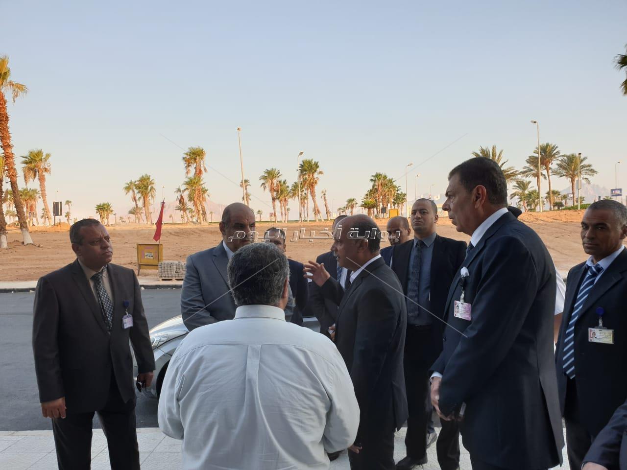 صور وزير الطيران يتفقد مطار شرم الشيخ الدولي فى ثالث أيام عيد الأضحى المبارك