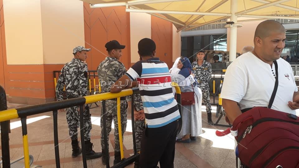 أولى رحلات عودة الحجاج بمطار القاهرة