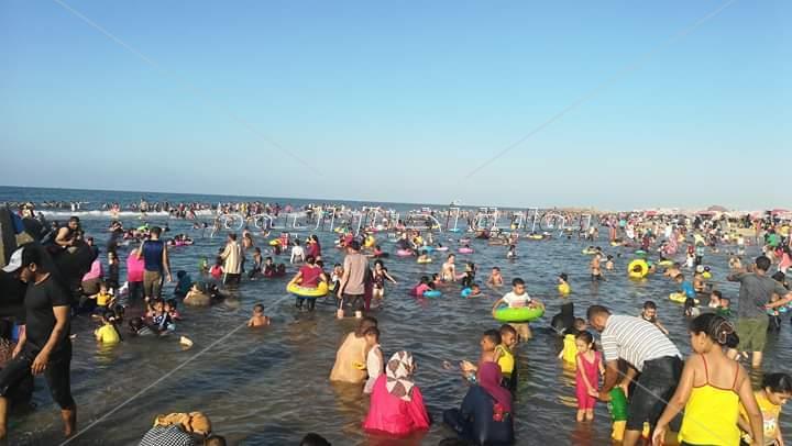 أهالى كفر الشيخ احتفلوا باخر أيام العيد على الشاطئ وضفاف النيل هربا من الحر الشديد