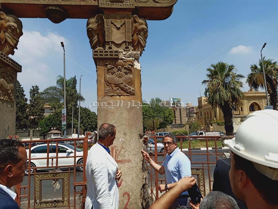 بالصور.. وزير الاثار يكشف حقيقة هدم السور الاثري لقصر البارون امبان