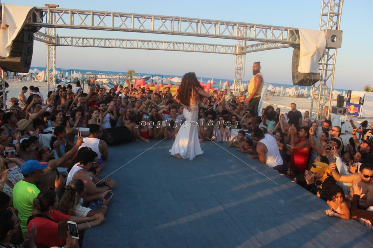 دينا تُشعل حفلها بـ«الساحل» على أغاني الهضبة