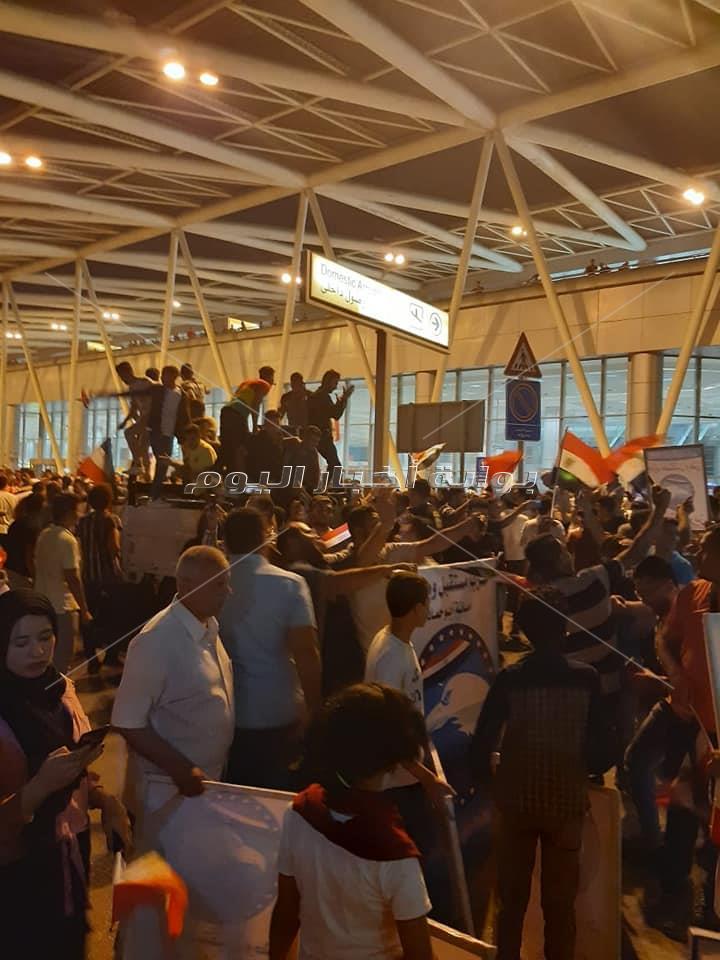 صور الجماهير تحتشد بمطارالقاهرة لاستقبال أبطال العالم