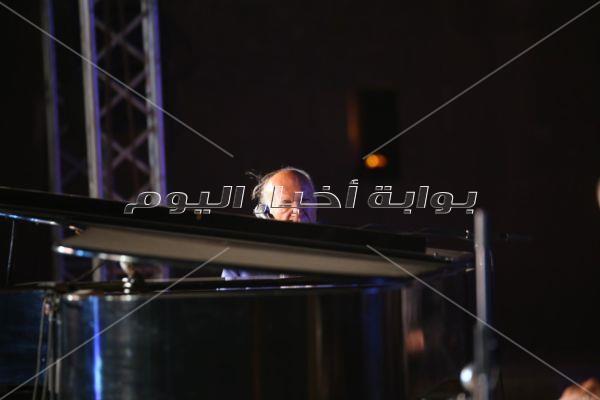 60 صورة من حفل عمر خيرت في ختام مهرجان القلعة