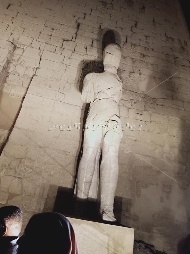قطع تمثال امنحتب قبل ترميمه