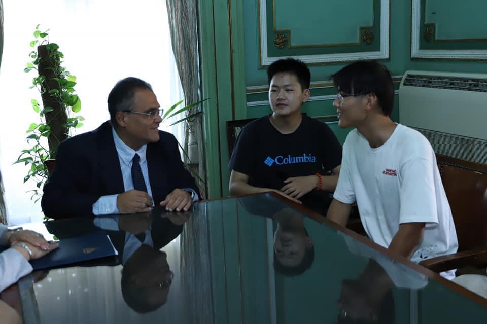 وفد طلابي من جامعة شنغهاي