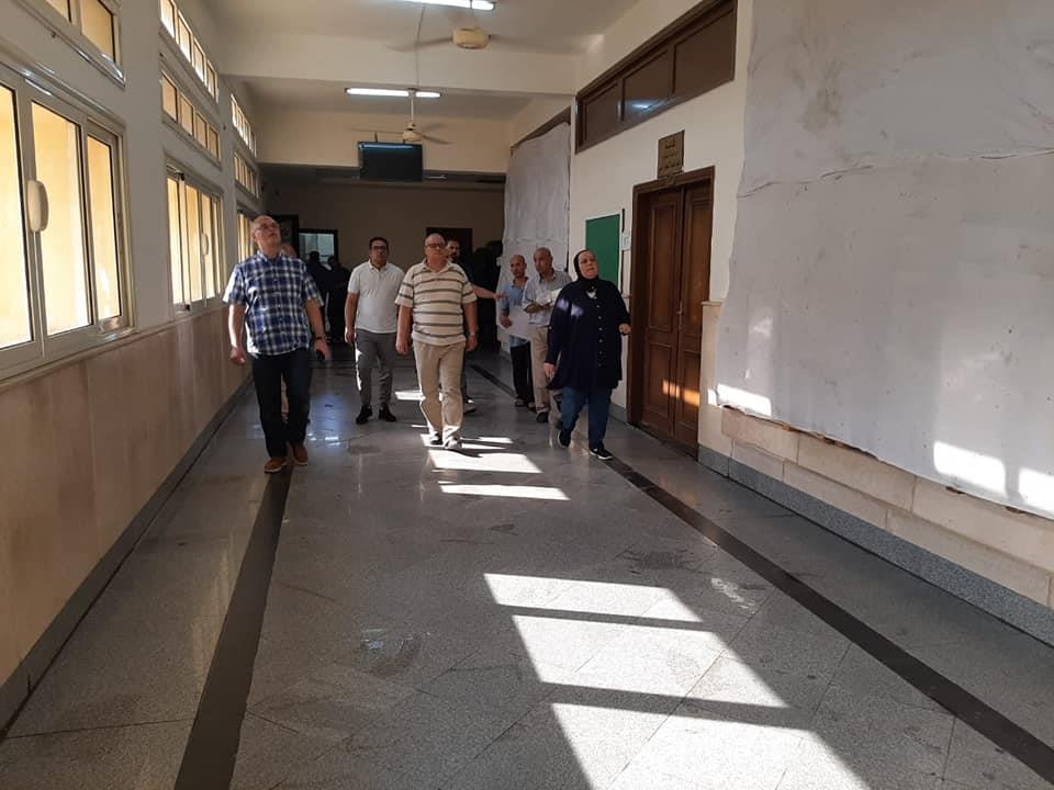بالصور ..عميد تجارة عين شمس يتفقد الاستعدادات النهائية للعام الجامعي الجديد 2020/2019